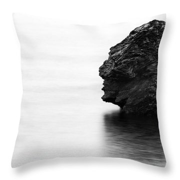 Sirenes Throw Pillow