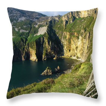 Throw Pillow featuring the photograph Slieve League Cliffs Eastern End by RicardMN Photography
