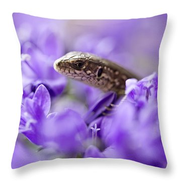 Small Lizard Throw Pillow