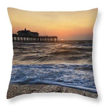 Southwold Pier Throw Pillow