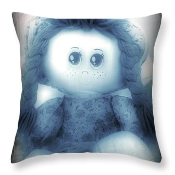 Soymi Throw Pillow