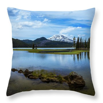 Sparks Lake, Oregon Throw Pillow