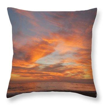 Throw Pillow featuring the photograph Speak Now by Erhan OZBIYIK