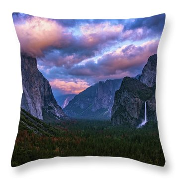 Spring Sunset At Yosemite's Tunnel View Throw Pillow