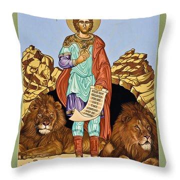 St. Daniel In The Lion's Den - Lwdld Throw Pillow
