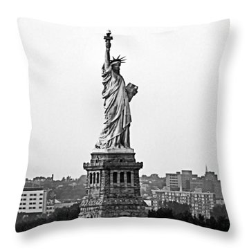 Statue Of Liberty Black And White Throw Pillow by Kristin Elmquist