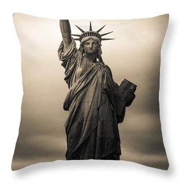 Statute Of Liberty Throw Pillow