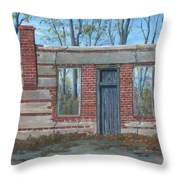 Stonewall Light, Highway 171 Throw Pillow
