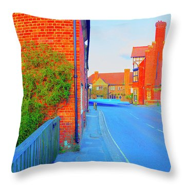 Streaking Beaulieu II Throw Pillow