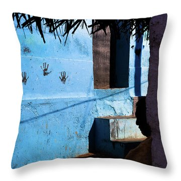 Streetcorner, Kanyakumari Throw Pillow