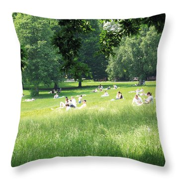 Throw Pillow featuring the photograph Sunday Afternoon At Waterlow Park by Helga Novelli