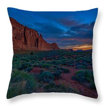 Sunrise At Courthouse Towers Throw Pillow