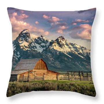 Sunrise In North Moulton Barn Throw Pillow