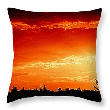 Sunrise In Southport Maine Throw Pillow