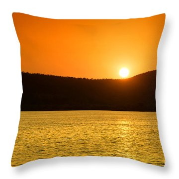 Throw Pillow featuring the photograph Sunset At Pichola Lake by Yew Kwang