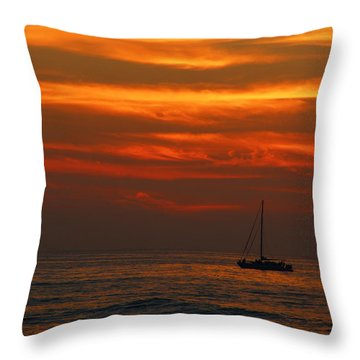 Throw Pillow featuring the photograph Sunset Cruise Waikoloa Hawaii by Kerri Ligatich