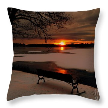 Sunset On Lake Quanapowitt Throw Pillow
