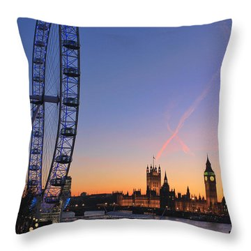 Sunset On River Thames Throw Pillow