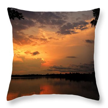 Throw Pillow featuring the photograph Sunset On Thomas Lake by Larry Ricker