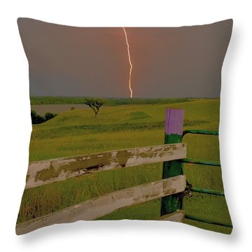 Superbolt At Melvern Lake Throw Pillow
