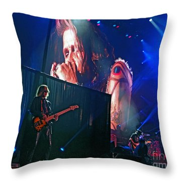 Dream On. Aerosmith Live  Throw Pillow
