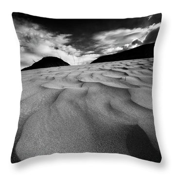 Swerves And Curves In Jasper Throw Pillow