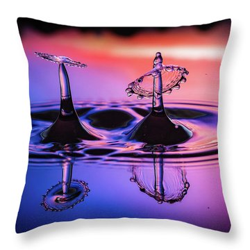 Synchronized Liquid Art Throw Pillow