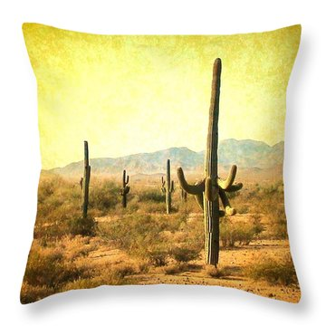 Table Moumtain Vintage Western Throw Pillow