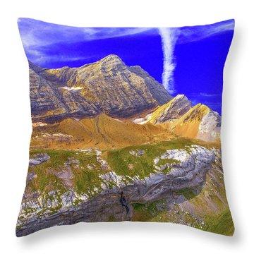 Taillon Et Gabietous Throw Pillow