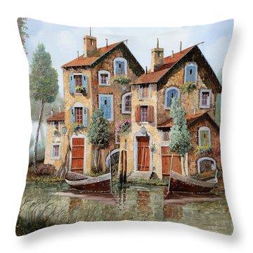 Tante Finestre Throw Pillow