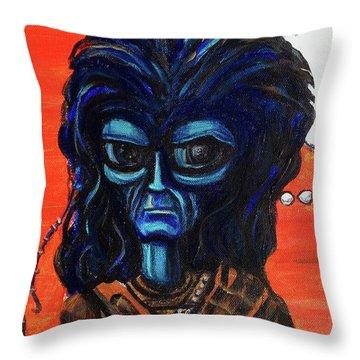 The Alien Braveheart Throw Pillow