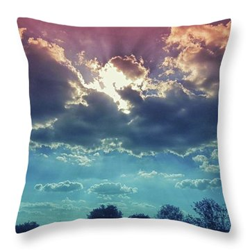 The Clouds, The Only Birds That Never Throw Pillow