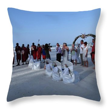 The Happy Couple - Married On The Beach Throw Pillow