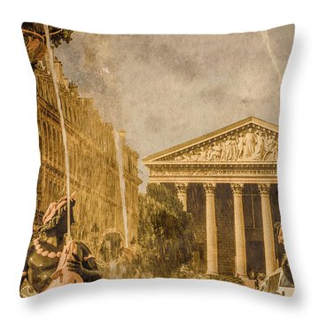 Paris, France - The Madeleine Throw Pillow