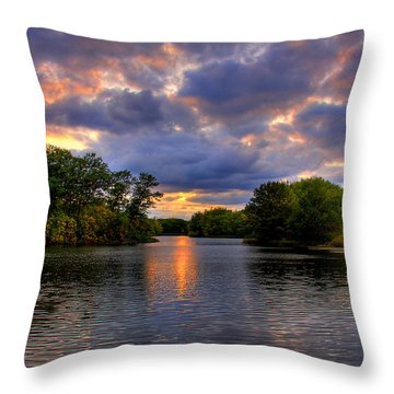 Thomas Lake Park In Eagan On A Glorious Summer Evening Throw Pillow
