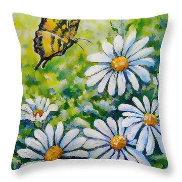 Tiger And Daisies  Throw Pillow