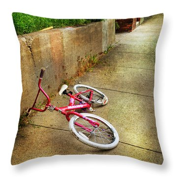 Throw Pillow featuring the photograph Tiny Malibu Bicycle by Craig J Satterlee