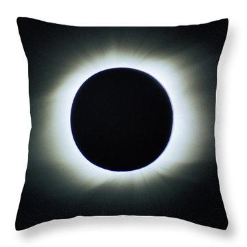 Total Solar Eclipse - Aruba 1998 Throw Pillow