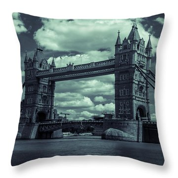 Tower Bridge Bw Throw Pillow