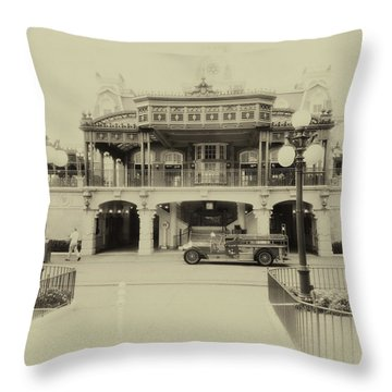 Train Statin Wdw In Heirloom Mp Throw Pillow