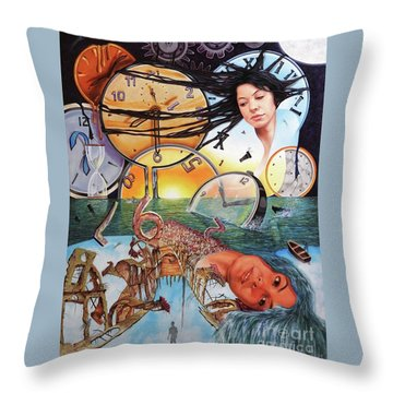 Trampas Del Tiempo Throw Pillow