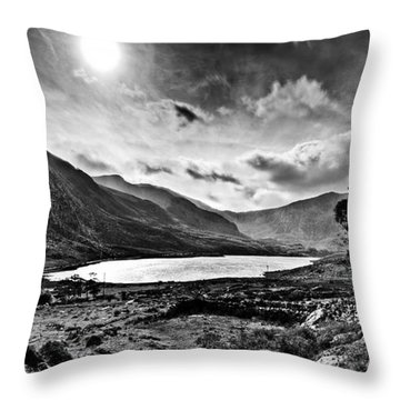 Tryfan And Llyn Ogwen Throw Pillow