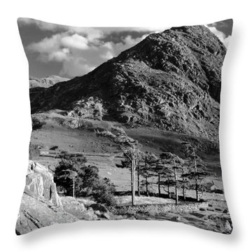 Tryfan And Ogwen Valley Throw Pillow