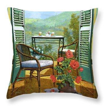 Un Vaso Di Rose Throw Pillow