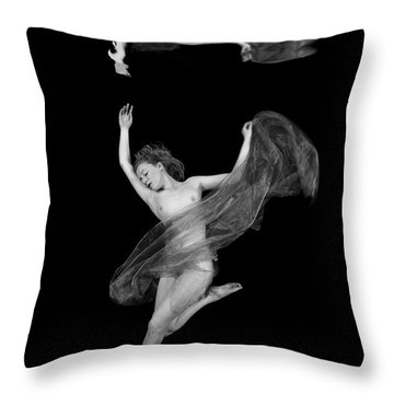 Underwater Beauty 001 Throw Pillow