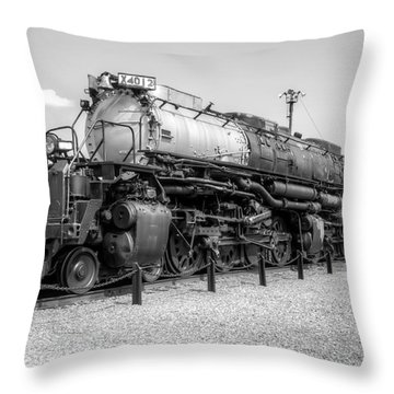 Union Pacific 4012 Throw Pillow