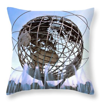 Unisphere With Fountains Throw Pillow
