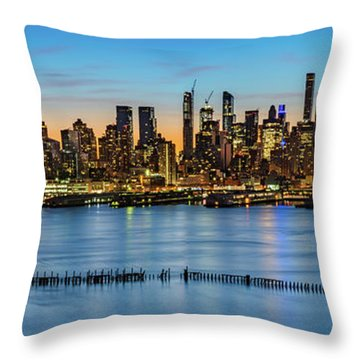 Throw Pillow featuring the photograph Uptown Skyline At Sunrise by Francisco Gomez