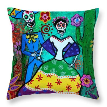 Vamos  A Bailar Throw Pillow