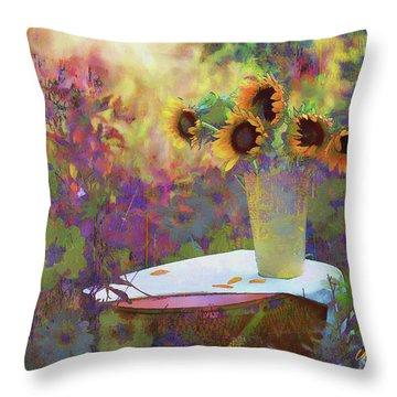 Vase De Fleurs 2017 Throw Pillow
